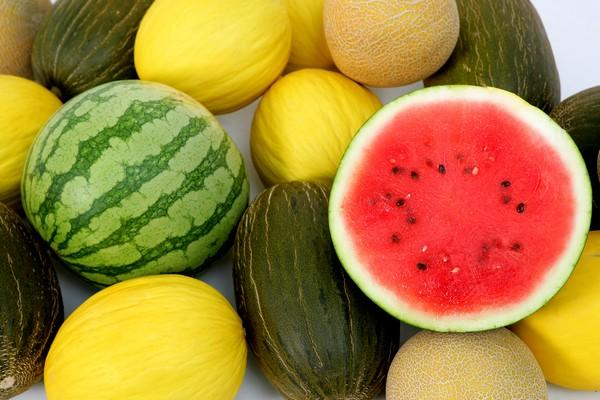 Melón o sandía, ¿cuál es el mejor postre para el verano?