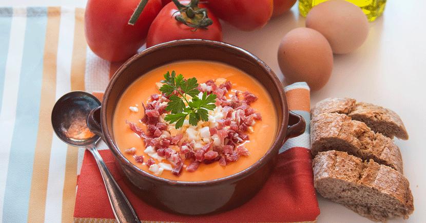 Salmorejo, la crema de verduras fría que deberías probar