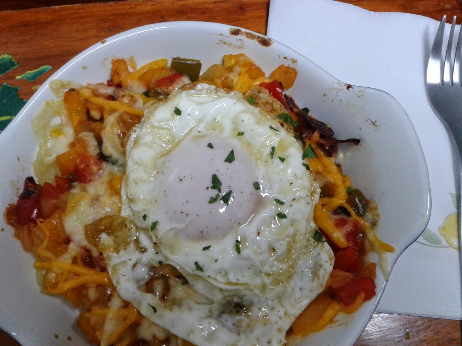 Cazuela de verduras al vapor con huevo, una cena ligera y saludable