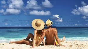 Las precauciones al echarnos gel hidroalcohólico para tomar el sol en verano
